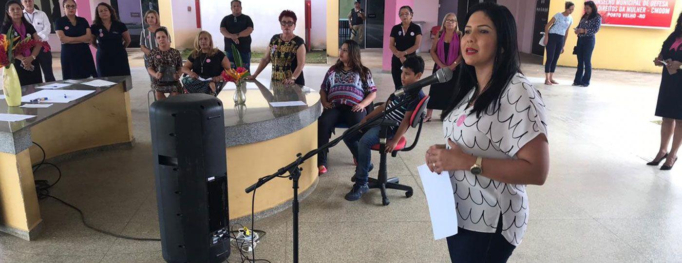 Sancionada lei de prevenção à violência contra a mulher, de autoria da vereadora Cristiane Lopes