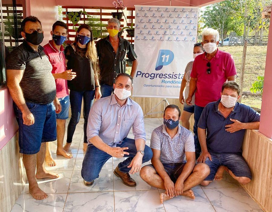 Presidentes dos Progressistas de Candeias, Itapuã, Cacaulândia e Machadinho recebem cartilhas - noticias - progressistas rondonia