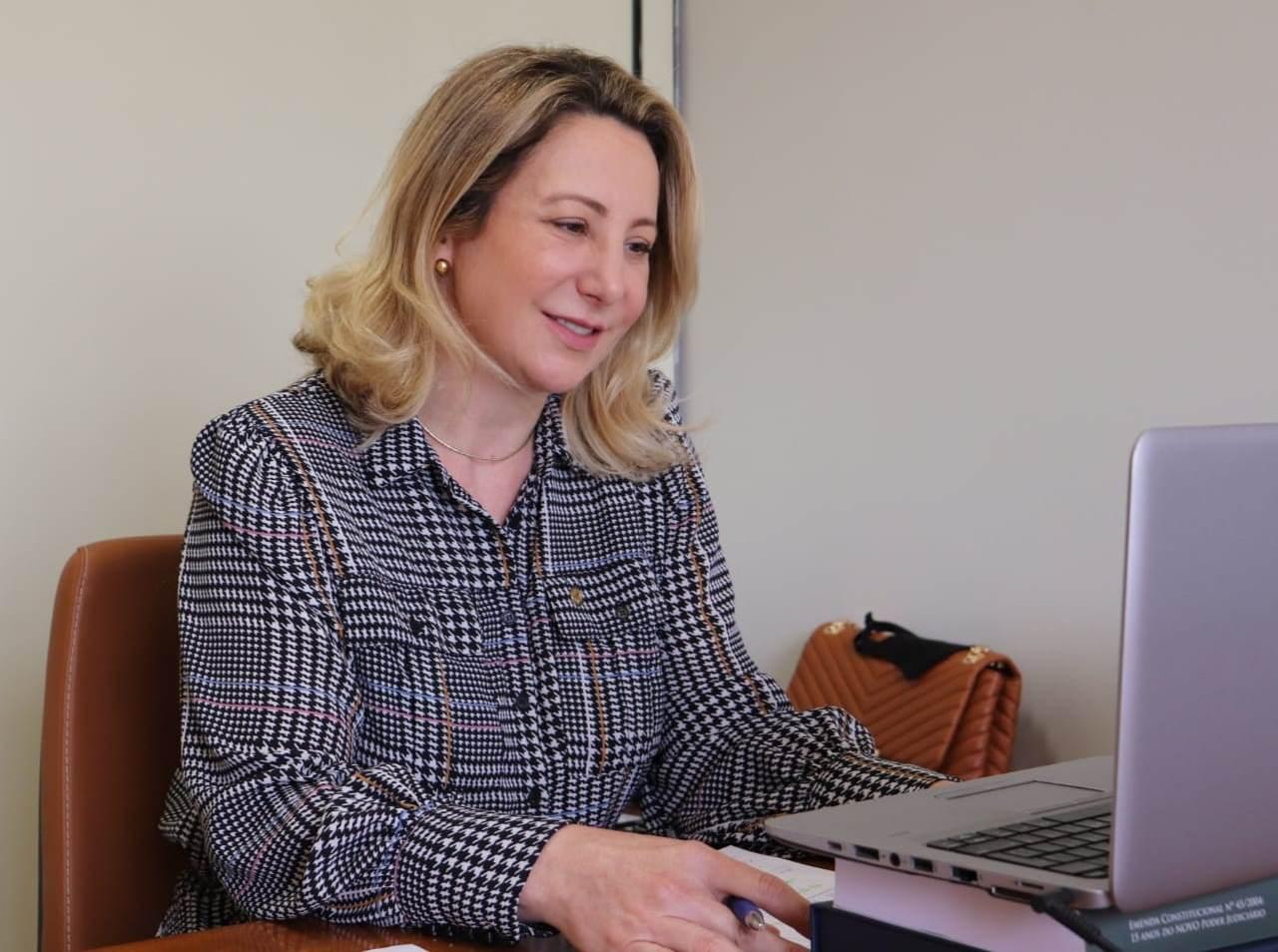 Jaqueline Cassol defende retomada dos debates da portabilidade da conta de luz