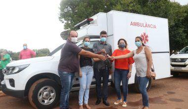 Deputada Jaqueline Cassol entrega ambulância e confirma recursos em Alto Alegre/RO